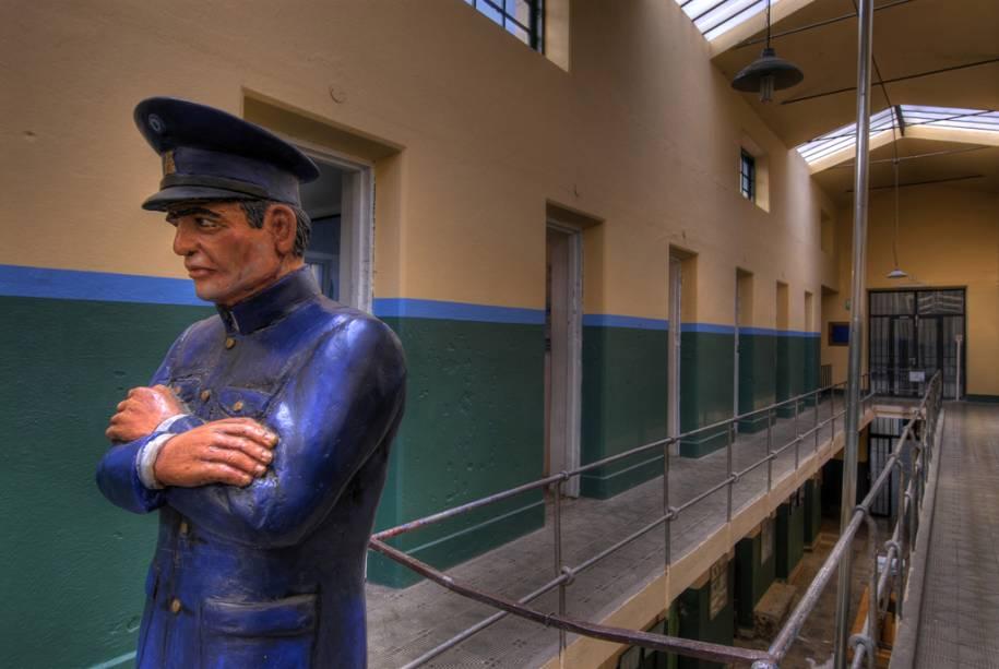 A prisão passou de assassinos perigosos a batedores de carteira famosos como Carlos Gardel.  O prédio construído pelos próprios presidiários foi transformado em museu penal