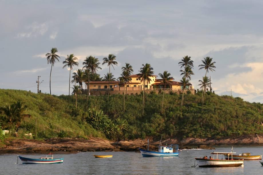 Meaípe tem alguns dos melhores restaurantes de moqueca do Brasil e uma casa de shows cujas famosas atrações incentivam os moradores de Vitória a sairem nos finais de semana.