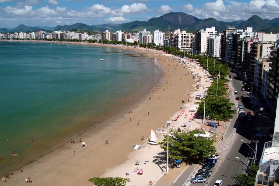 A Praia do Morro é a mais badalada de Guarapari, prospera em quiosques superlotados com funk e machado