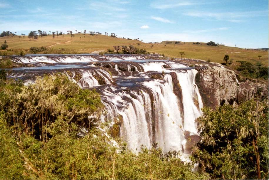Cachoeira dos Venâncios é uma série de cinco cachoeiras do Rio Camisa