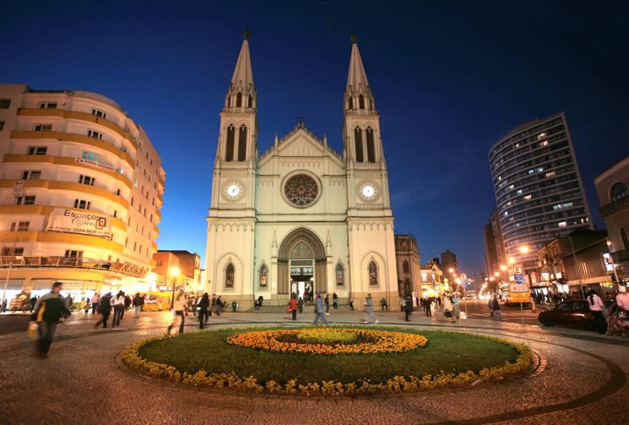 Basílica da pequena catedral no centro histórico de Curitiba