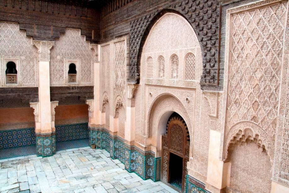 Faculdades seculares e teológicas sempre fizeram parte da paisagem urbana do mundo islâmico.  Também conhecidas como madrassas, seus prédios sempre receberam atenção especial na decoração e na estrutura, pois é Marrakesh, Ali Ben Youssef.