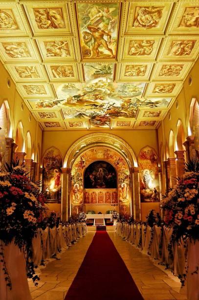 Na Igreja de São Pelegrino existem pinturas da Via Sacra do artista italiano Aldo Locatelli