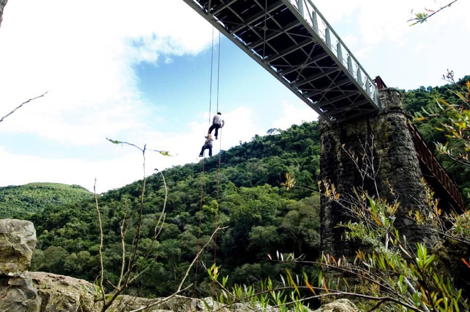 No bairro de Criúva, os turistas fazem trekking, rafting e rapel