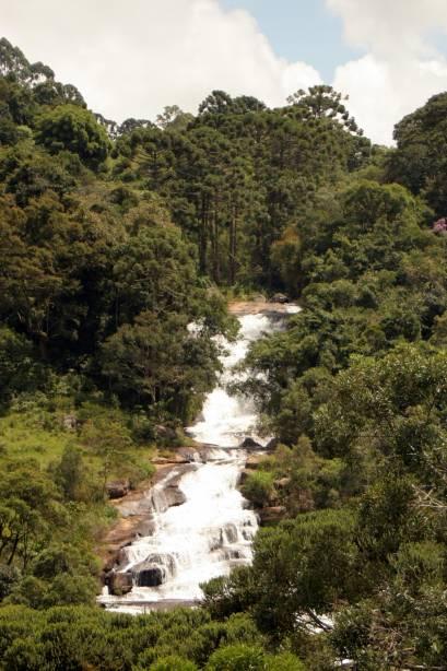 Perto do centro, as sete cachoeiras reúnem as cachoeiras mais famosas da cidade