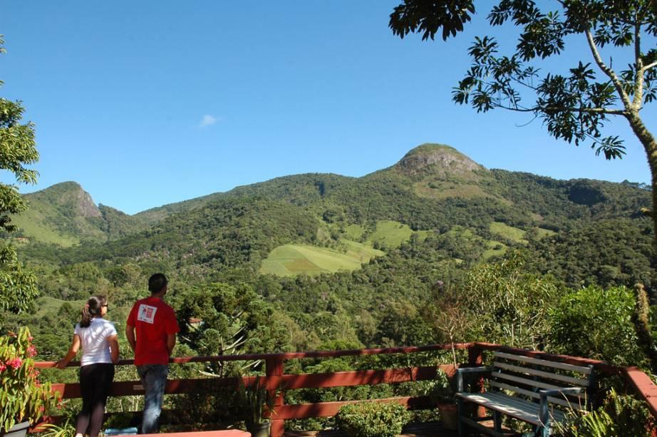 """Vista da Pedra do Forno,""""Tamanho da fonte: 400;""""> a uma altitude de 1971 metros"""" class=""""lazyload"""" data-pin-nopin=""""true""""/></div> <p class="""