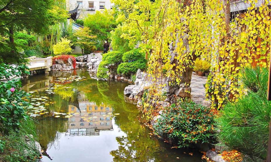 Ou o lindo Lan Su Chinese Garden em Portland, EUA