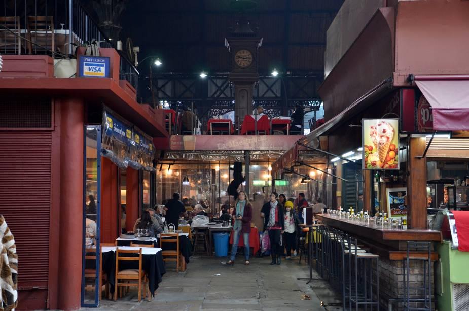 O Mercado del Puerto é uma das melhores maneiras de experimentar a verdadeira parillada uruguaia