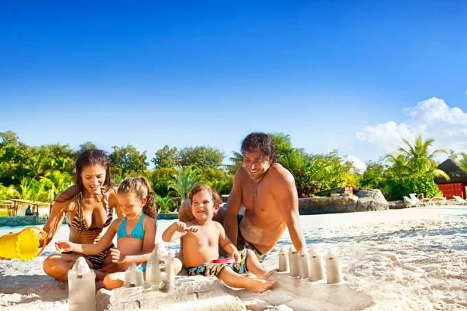 Família na Praia do Cerrado, Hot Park, no complexo Rio Quente Resort