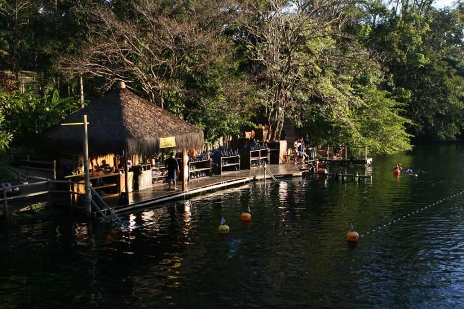 Piscina natural no Hot Park, no complexo Rio Quente Resort, em Rio Quente, Goiás