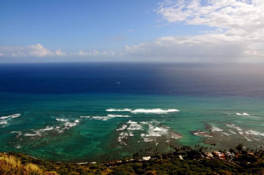 Honolulu, a capital do Havaí, é a síntese perfeita da identidade de seus habitantes: receptivos, felizes e cheios de vida.  Na chegada ao local, os turistas são recebidos com o tradicional colar havaiano