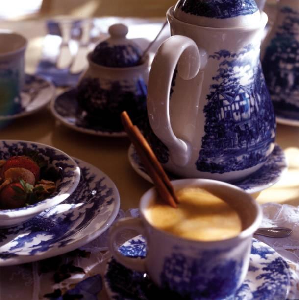 """Café""""http://viajeaqui.abril.com.br/estabelecimentos/br-rs-canela-hospedagem-pousada-cravo-e-canela"""" rel =""""Pousada Cravo e Canela"""" Objetivo =""""_vazio""""> Pousada Cravo e Canela"""" class=""""lazyload"""" data-pin-nopin=""""true""""/></div> <p class="""