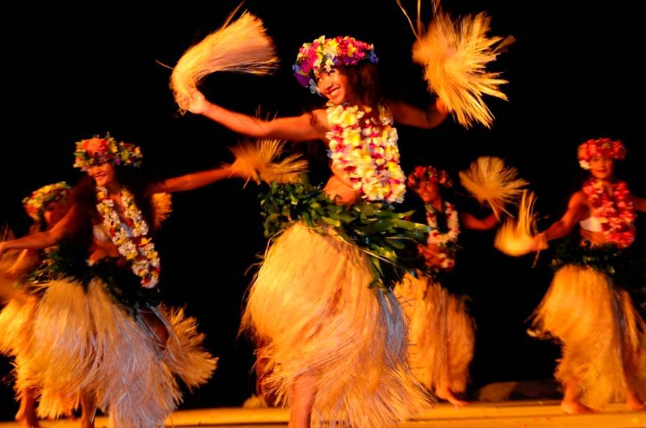 As danças típicas da Polinésia fazem parte do programa noturno de muitos hotéis e resorts do Taiti