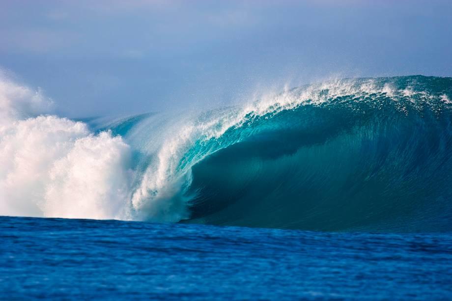 Uma das ondas mais temidas pelos surfistas de todo o mundo: Teahupoo no Taiti