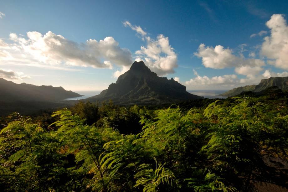 O Monte Rotui na Ilha de Moorea é uma visita popular para qualquer pessoa no Taiti