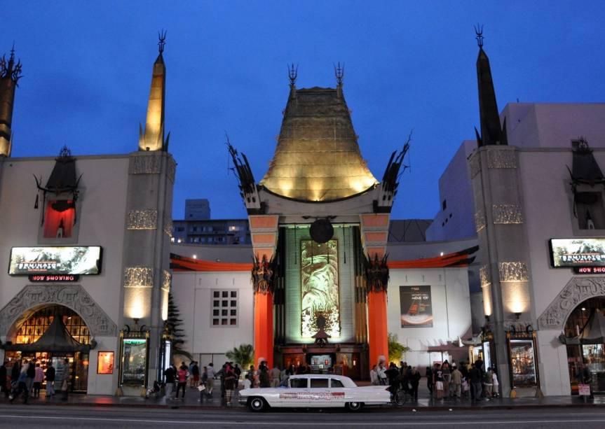 Grauman's Chinese Theatre, onde estrelas de cinema deixaram sua marca na calçada