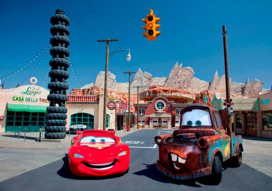 Lightning McQueen e Mater reproduzem as molas do radiador em Cars Land no California Adventure Park