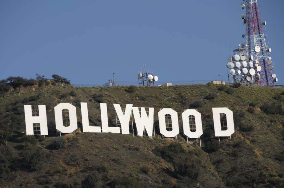 O Hollywood Hills Monument foi construído em 1923 como anúncio de uma imobiliária.  Cada letra tem 15 metros de altura