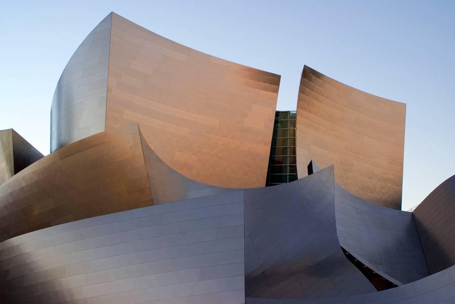 Se você acha que o Walt Disney Concert Hall se parece com o Guggenheim de Bilbao, você está certo: o arquiteto é o mesmo, Frank Gehry