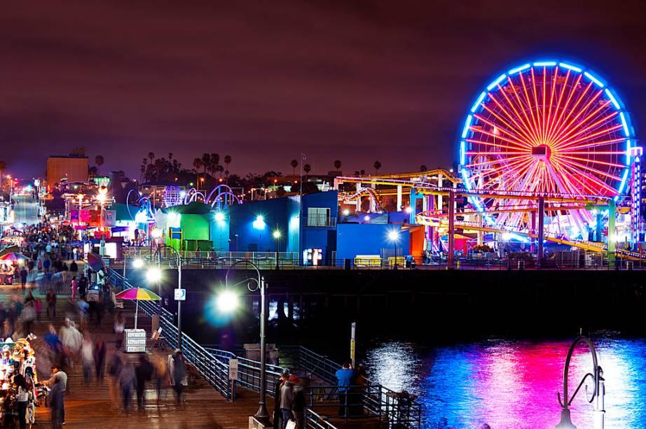 A roda-gigante do píer de Santa Monica é movida 100% por energia solar