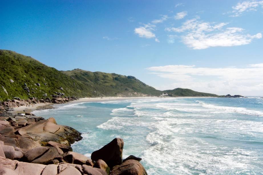 O isolamento da Praia da Galheta tornou-a um local popular para os naturistas, mas você não precisa se despir para visitar um dos quartos mais bem preservados de Florianópolis (SC).