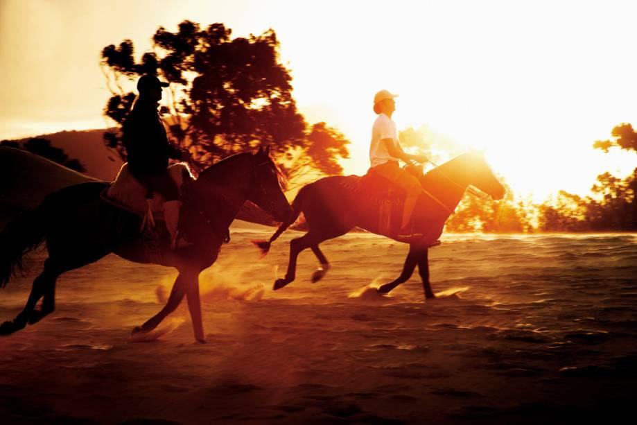 Hóspedes a cavalo no Costão do Santinho Resort & Spa na Praia do Santinho