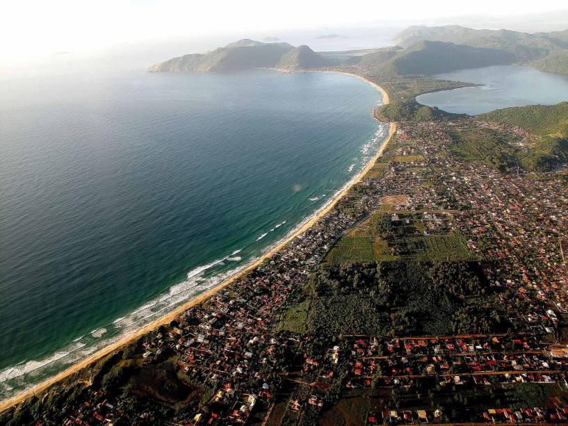 Ao sul, o litoral é bom para quem busca sossego e contato com a natureza.