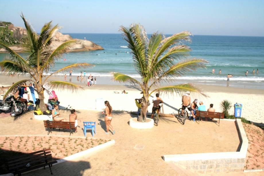 A Praia da Joaquina é cheia de dunas e muito procurada pelos surfistas