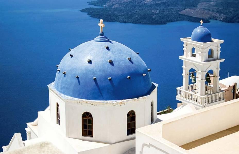 Santorini em diferentes tons de azul