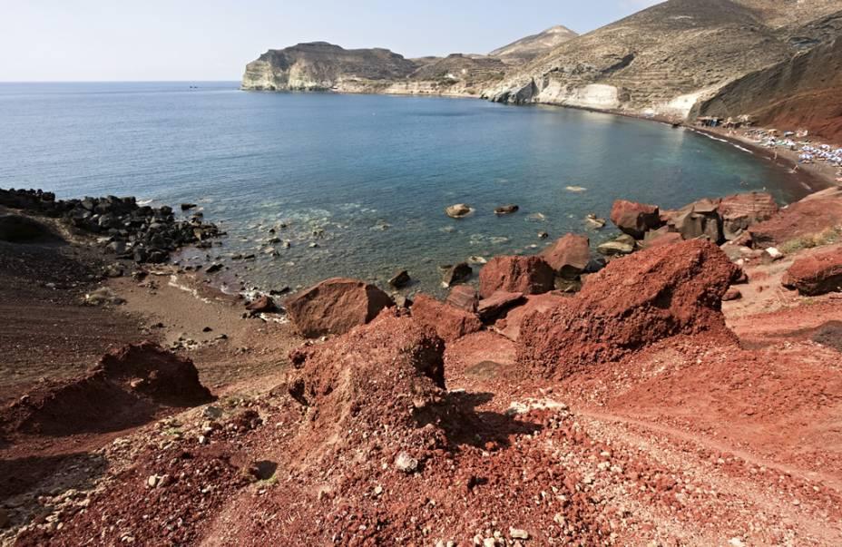 Praia Vermelha leva o nome do penhasco vermelho que emoldura o lugar