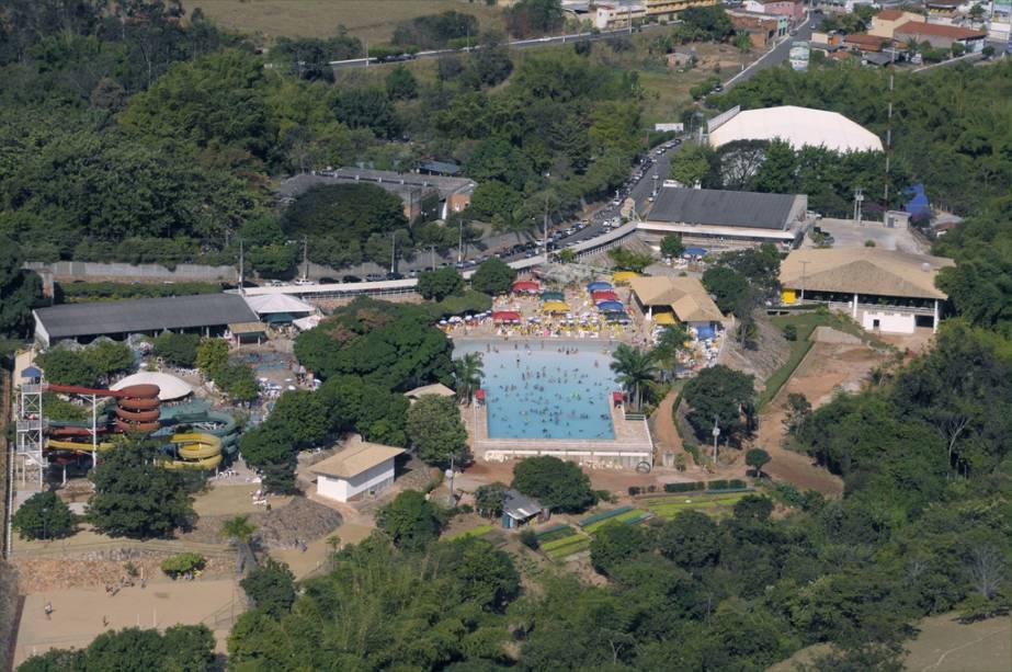 """OU""""http://viajeaqui.abril.com.br/estabelecimentos/br-go-caldas-novas-atracao-di-roma-acqua-park"""" rel =""""Do Parque Acqua de Roma"""" Objetivo =""""_vazio""""> Do Roma Acqua Park, sou eu""""http://viajeaqui.abril.com.br/cidades/br-go-caldas-novas"""" rel =""""Caldas Novas"""" Objetivo =""""_vazio""""> Caldas Novas, possui piscinas, rio lento, saunas e oito toboáguas"""" class=""""lazyload"""" data-pin-nopin=""""true""""/></div> <p class="""