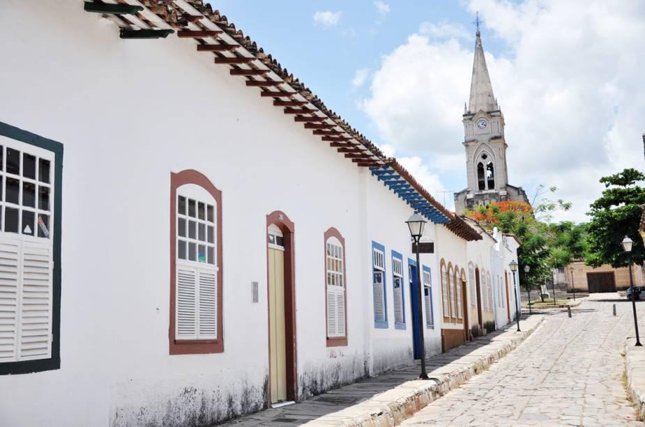 Na saída da Casa-Museu Cora Coralina, a estrada leva ao Largo do Rosário, onde fica a igreja de estilo gótico da cidade.