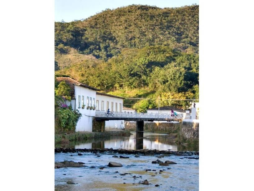 No rio Vermelho, que ocasionalmente inunda Goiás, o pioneiro Annexuera fundou sua aldeia.  À esquerda da ponte está a Casa de Cora Coralina