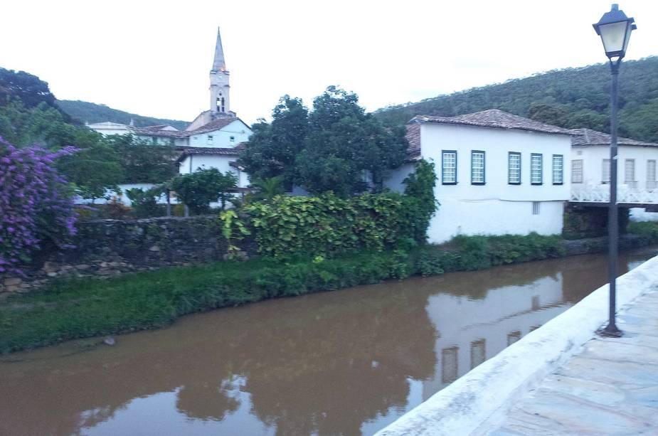 A casa de Cora Coralina (onde hoje funciona um museu dedicado ao poeta) fica às margens do Rio Vermelho