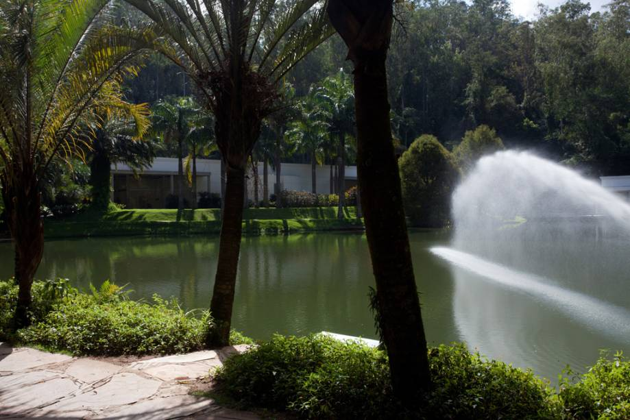 Lago do Instituto Inhotim