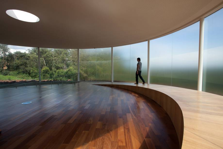 """""""Som da terra"""", ou """"O pavilhão de som""""por Doug Aitken"""