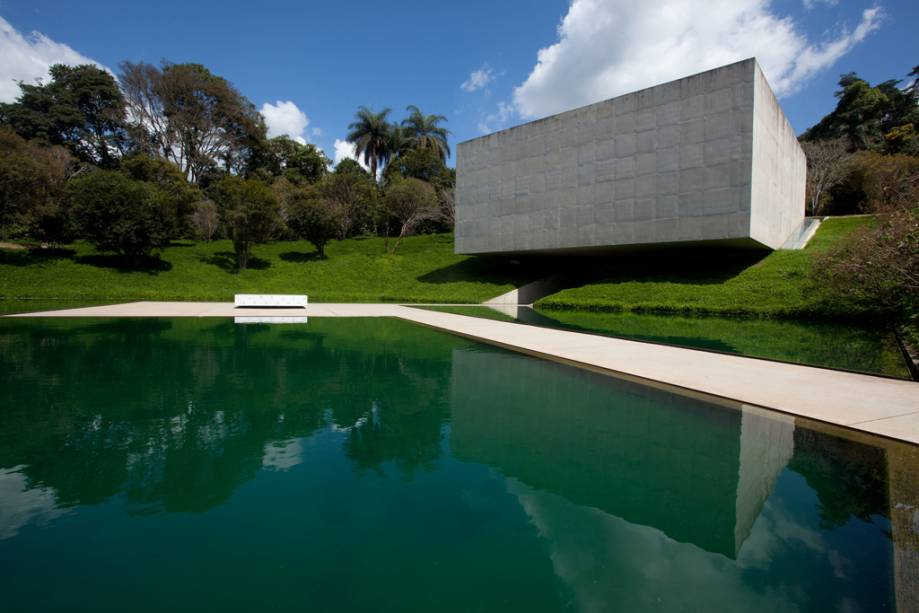 O Instituto Inhotim reúne o maior acervo de arte contemporânea do país em um dos mais ricos jardins botânicos
