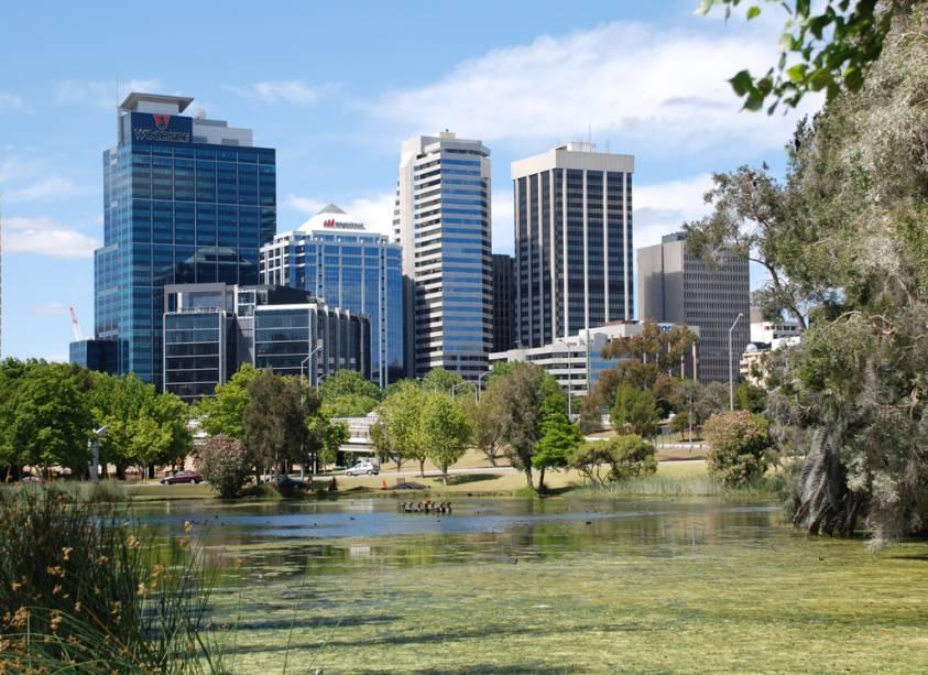 Perth, a maior cidade do oeste do país, atrai estudantes internacionais em busca de cursos mais baratos do que Sydney ou Melbourne