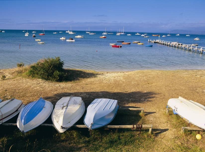 Banhos na praia Cottesloe de Perth no Oceano Índico