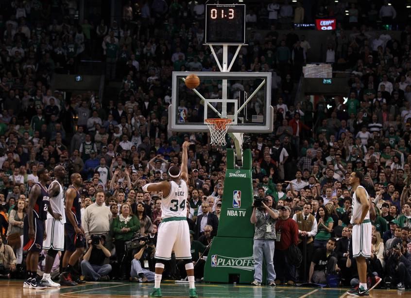 TD Garden, o ginásio da NBA que abriga o orgulho da cidade, o Boston Celtics.  Boston não apenas valoriza as universidades, mas também é conhecida por ter o esporte como uma de suas identidades centrais.