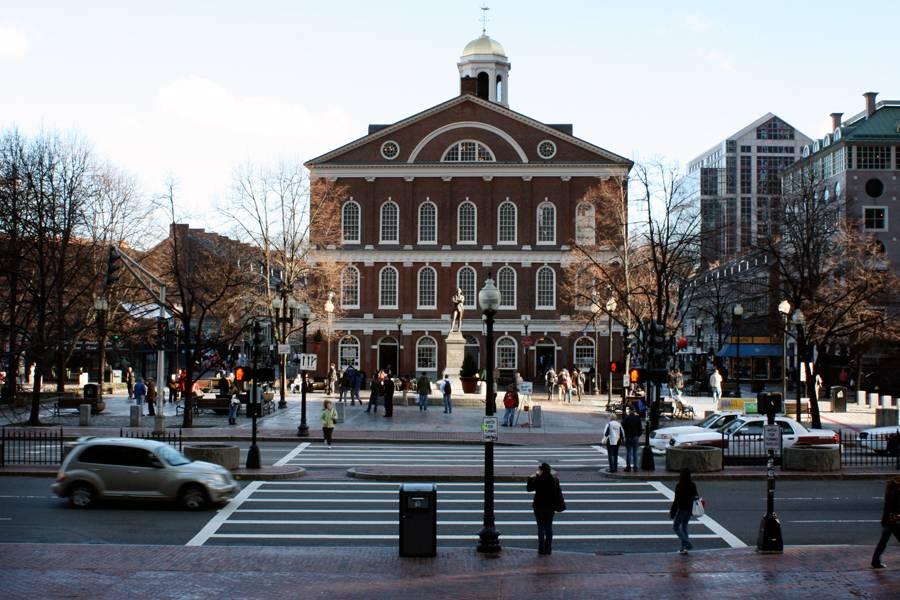 """visto de""""http://viajeaqui.abril.com.br/estabelecimentos/estados-unidos-boston-atracao-faneuil-hall"""" rel =""""Sala Faneuil"""" Objetivo =""""_vazio""""><noscript><img data- src="""