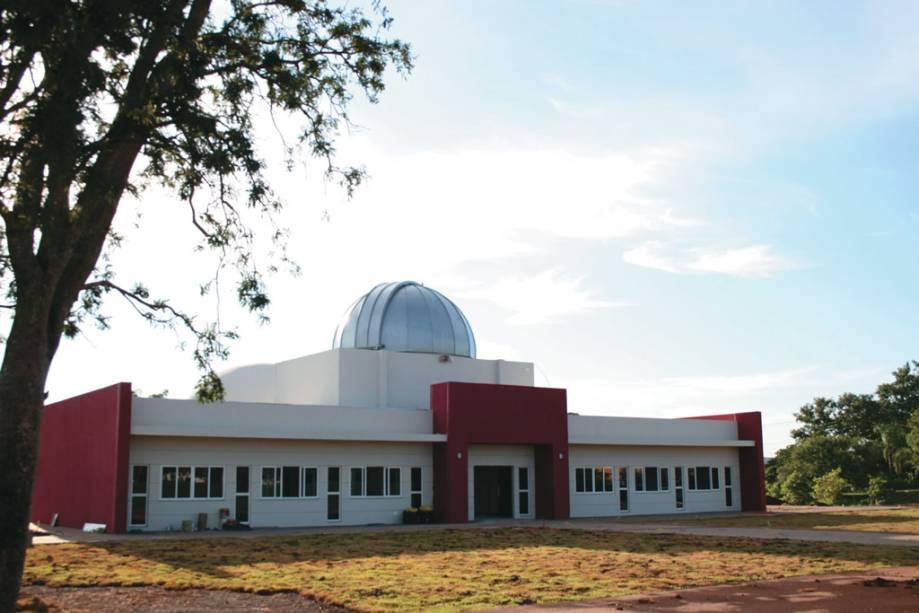 Pólo astronômico de Itaipu.  O planetário, o observatório astronômico e o relógio de sol fazem parte da visita