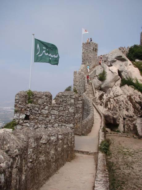 O castelo mouro foi construído entre os séculos 9 e 10 durante a ocupação árabe