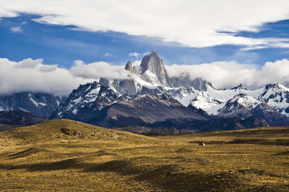 Como as nuvens estão sempre no topo do monte Fitz Roy, os índios Tehuelches o chamam de Chaltén, que significa montanha fumegante em sua língua.