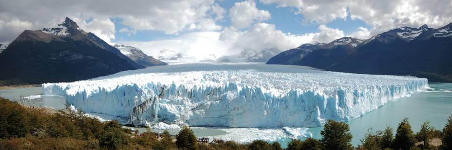 Perito Moreno é o glaciar mais famoso da Patagônia com 250 quilômetros quadrados e 60 metros de altura e está classificado como patrimônio natural pela UNESCO