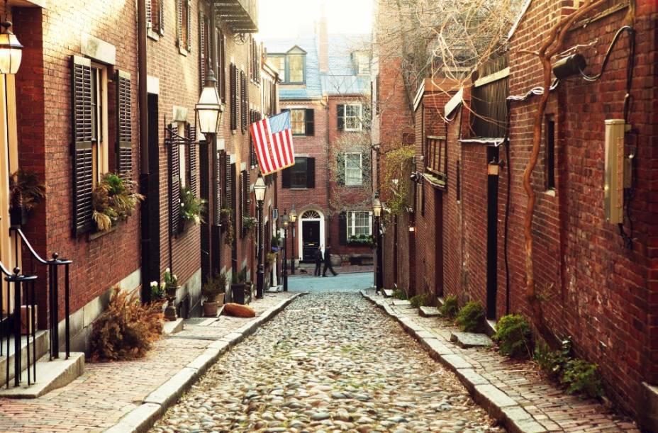 Ruas históricas de Beacon Hill.  O bairro é bem organizado e cheio de prédios antigos bem preservados