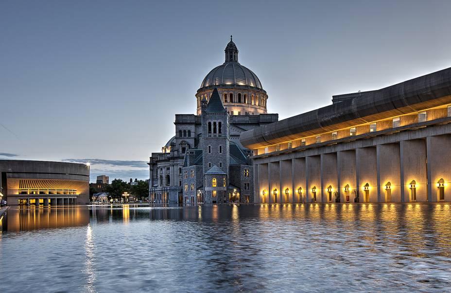 Praça da Ciência Cristã, onde fica a bela igreja de mesmo nome, um dos principais pontos turísticos da cidade