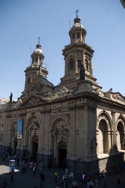 A Catedral de Santiago é o quinto edifício no mesmo local na Plaza de Armas.  A fachada neoclássica data de 1789. O altar é rico em ornamentos e possui uma infinidade de lustres.