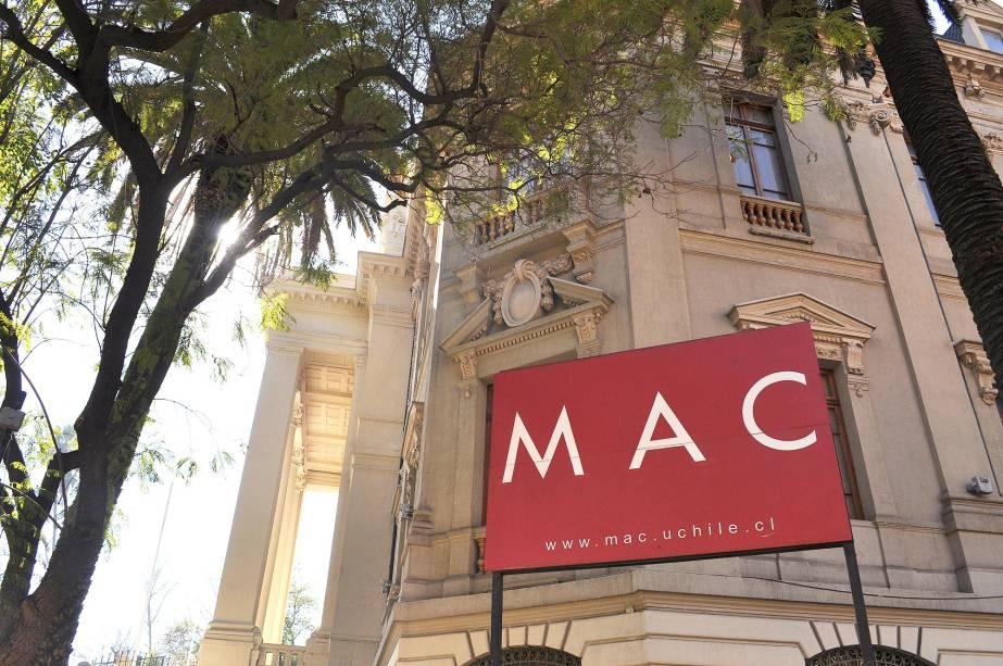 O Museu de Arte Contemporânea de Santiago reúne obras de vários artistas chilenos