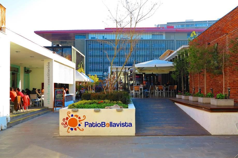 O bairro da Bellavista fica em Santiago assim como a Vila Madalena em São Paulo: o turista encontra bares da moda ali para  a noite e restaurantes interessantes para o almoço.